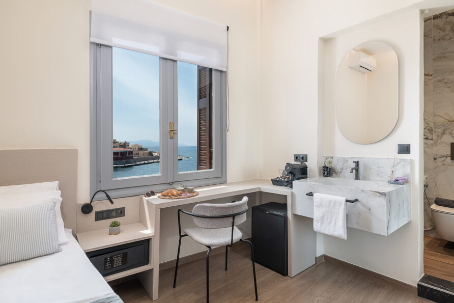 Double Room with window sea view